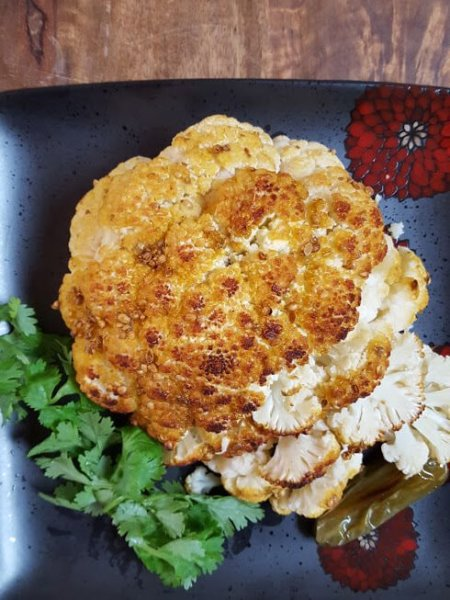 Whole roasted cauliflower | Vegetaran side dishes | Vegan | Glutenfree recipes | Maple and Marigold.com