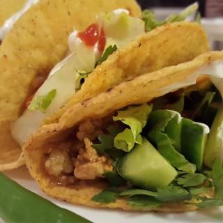 Mexican Chicken Taco Recipe   Easy weeknight recipe   Chicken MapleandMarigold.com